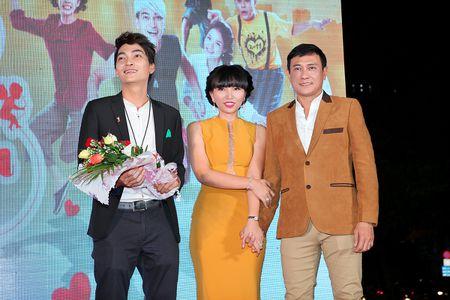 'Ong trum phan dien' Hoang Phuc xuat hien cung vo tre - Anh 3