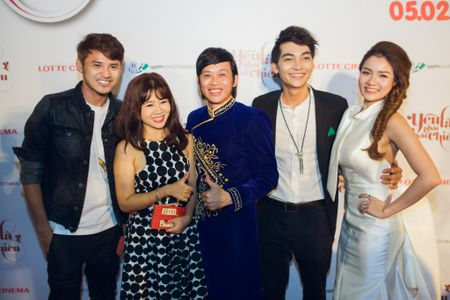 'Ong trum phan dien' Hoang Phuc xuat hien cung vo tre - Anh 4