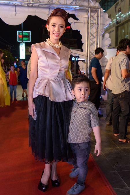 Hoai Linh bat ngo du ra mat phim Tet cua Khuong Ngoc - Anh 8