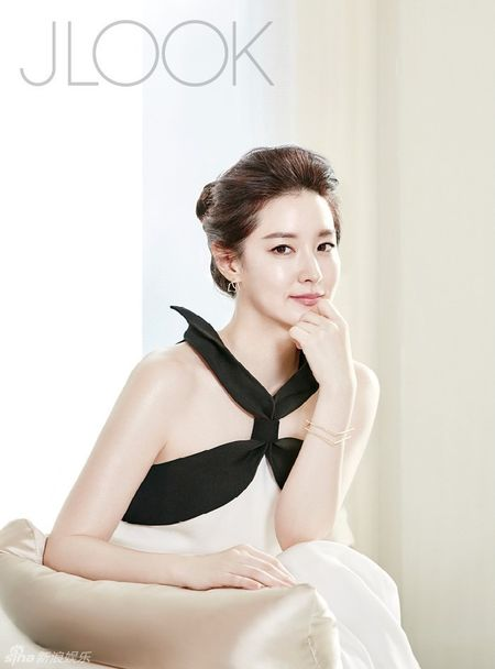 Lee Young Ae tre trung o tuoi 45 - Anh 3
