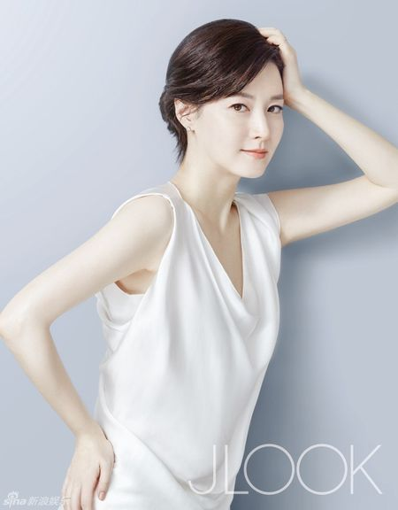 Lee Young Ae tre trung o tuoi 45 - Anh 4