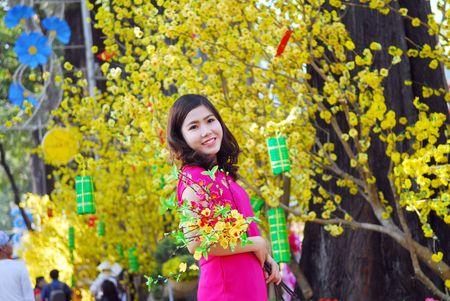Gioi tre Sai thanh no nuc dien ao dai chup anh xuan - Anh 3