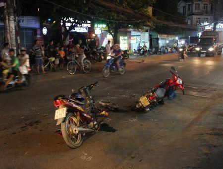 TP HCM: Hai xe may huc nhau 1 nguoi chet, 1 bi thuong - Anh 1