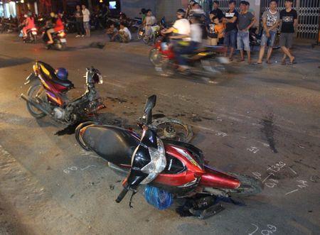 TP HCM: Hai xe may huc nhau 1 nguoi chet, 1 bi thuong - Anh 2