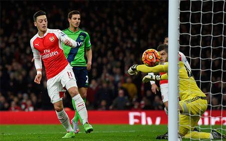 Arsenal bi Southampton cam hoa dang tiec - Anh 1
