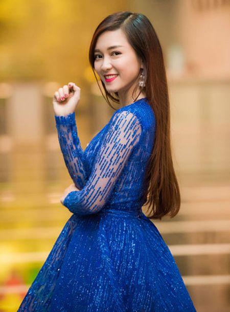 Thuy Van - Dinh Huong khoe sac khi thu hinh show cuoi nam - Anh 10
