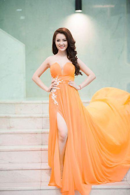 Thuy Van - Dinh Huong khoe sac khi thu hinh show cuoi nam - Anh 3
