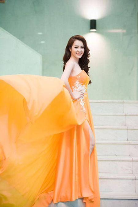 Thuy Van - Dinh Huong khoe sac khi thu hinh show cuoi nam - Anh 4