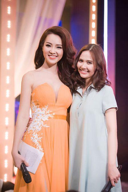 Thuy Van - Dinh Huong khoe sac khi thu hinh show cuoi nam - Anh 5