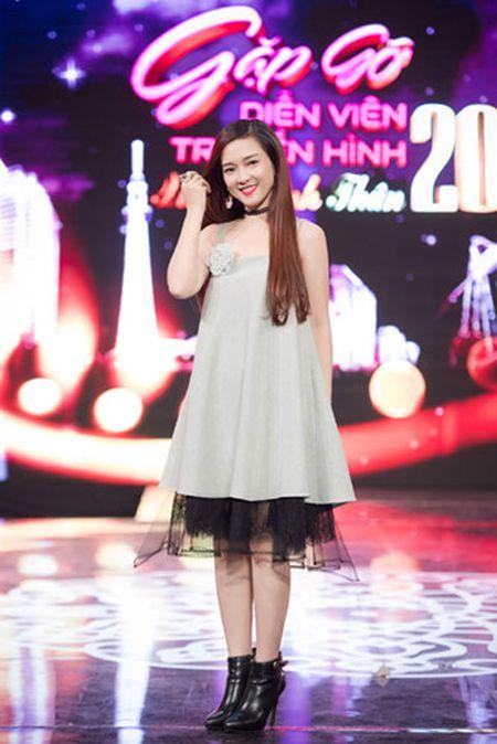 Thuy Van - Dinh Huong khoe sac khi thu hinh show cuoi nam - Anh 6