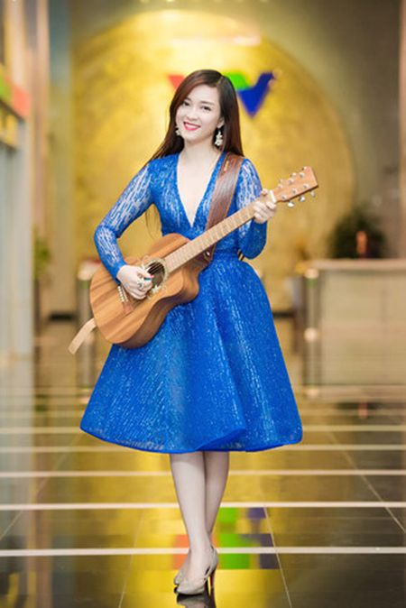 Thuy Van - Dinh Huong khoe sac khi thu hinh show cuoi nam - Anh 8