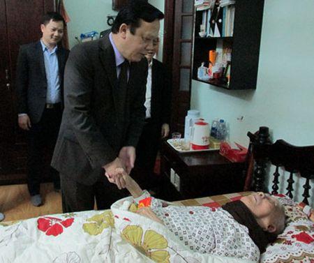 Pho Chu tich Quoc hoi chuc Tet gia dinh chinh sach o Da Nang - Anh 1
