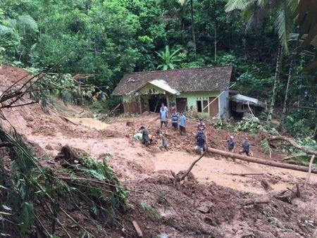 Indonesia: Hang nghin nguoi phai so tan do lu lut va lo dat - Anh 1