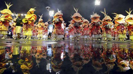 Bat chap virus Zika, Brazil to chuc carnival hoanh trang - Anh 10