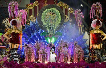 Bat chap virus Zika, Brazil to chuc carnival hoanh trang - Anh 2