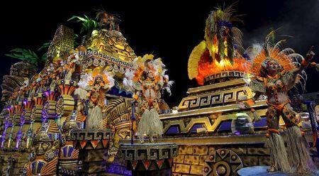 Bat chap virus Zika, Brazil to chuc carnival hoanh trang - Anh 5