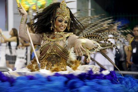 Bat chap virus Zika, Brazil to chuc carnival hoanh trang - Anh 6