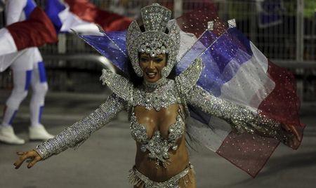 Bat chap virus Zika, Brazil to chuc carnival hoanh trang - Anh 7