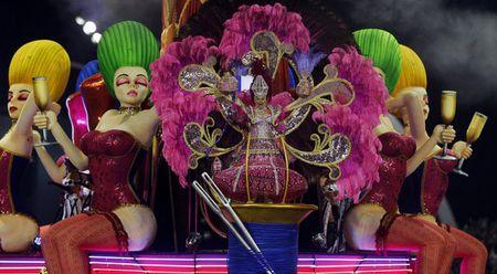 Bat chap virus Zika, Brazil to chuc carnival hoanh trang - Anh 9
