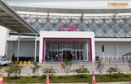 Mua sam am dam o Aeon Mall Long Bien dau nam moi 2016 - Anh 1