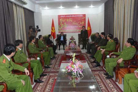Bi thu Thanh uy Nguyen Xuan Anh tham, chuc Tet cac don vi truoc them nam moi - Anh 1