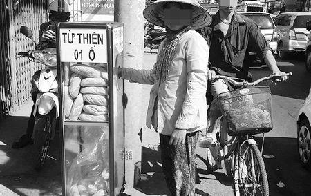 Xuc dong loi xin loi cua lai xe om ngheo lo lay ba o banh my - Anh 1