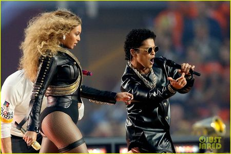 Beyonce, Coldplay, Bruno Mars lam rung chuyen Super Bowl Halftime Show 2016 - Anh 1