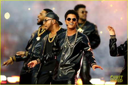 Beyonce, Coldplay, Bruno Mars lam rung chuyen Super Bowl Halftime Show 2016 - Anh 2