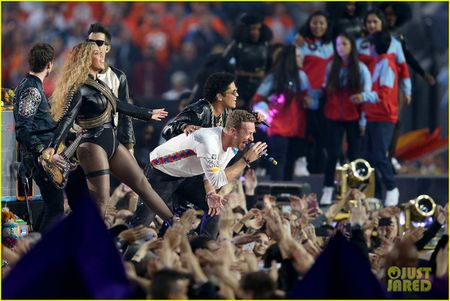 Beyonce, Coldplay, Bruno Mars lam rung chuyen Super Bowl Halftime Show 2016 - Anh 5