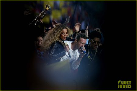 Beyonce, Coldplay, Bruno Mars lam rung chuyen Super Bowl Halftime Show 2016 - Anh 7