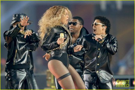 Beyonce, Coldplay, Bruno Mars lam rung chuyen Super Bowl Halftime Show 2016 - Anh 8