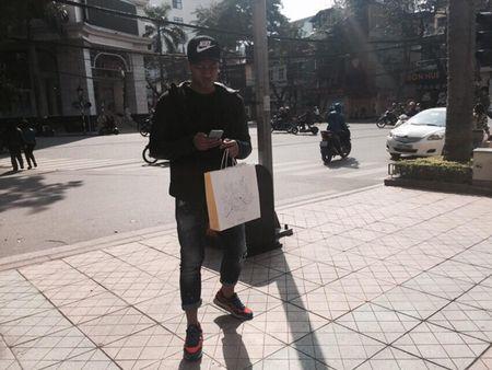 Sao Viet 8/2: Ha Lade khoe nu hon giao thua, Ly Kute cho em be don nam Khi - Anh 9