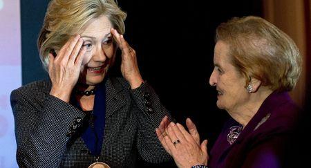 Bao Nga dan loi chuyen gia tan cong ba Hillary Clinton - Anh 2