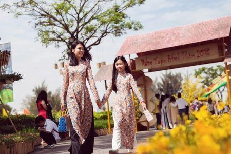 Dinh Y Nhung cung con tron dao dien Luu Huynh di choi Tet - Anh 1