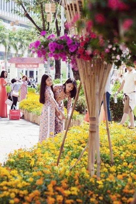Dinh Y Nhung cung con tron dao dien Luu Huynh di choi Tet - Anh 3