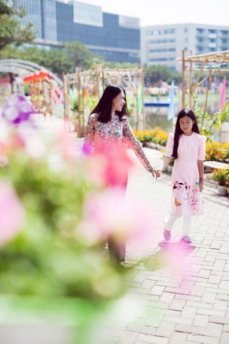 Dinh Y Nhung cung con tron dao dien Luu Huynh di choi Tet - Anh 9