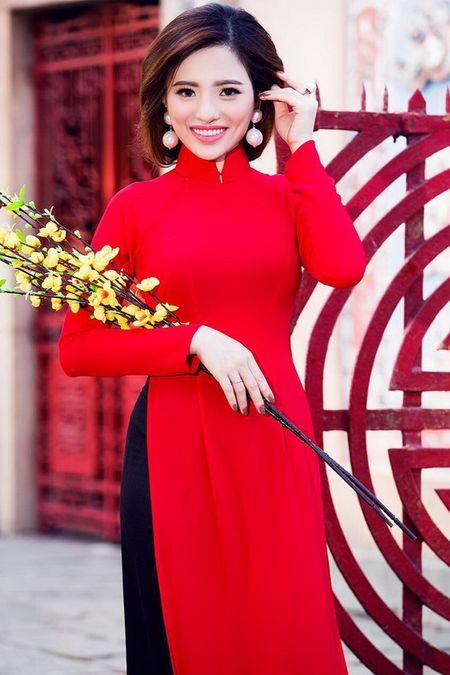 Lan Anh dien ao dai sac do le chua dau nam - Anh 10