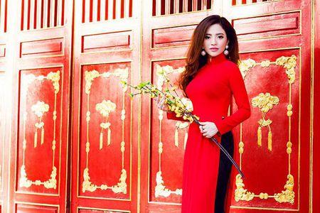 Lan Anh dien ao dai sac do le chua dau nam - Anh 2