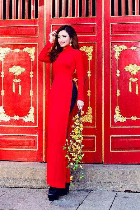Lan Anh dien ao dai sac do le chua dau nam - Anh 3