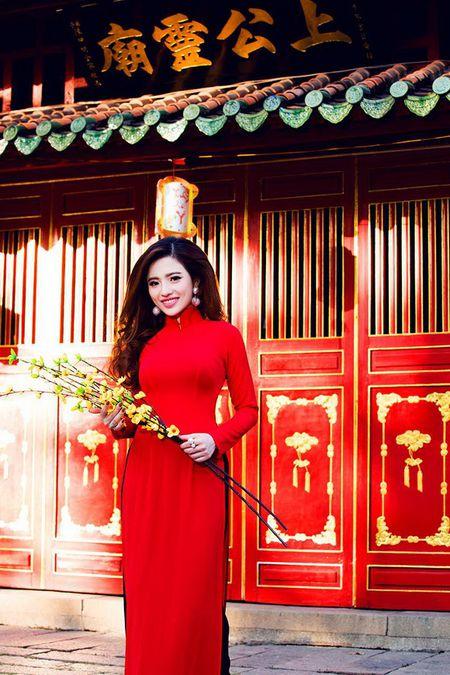Lan Anh dien ao dai sac do le chua dau nam - Anh 4