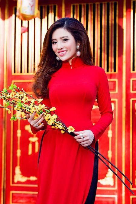 Lan Anh dien ao dai sac do le chua dau nam - Anh 5