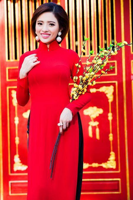 Lan Anh dien ao dai sac do le chua dau nam - Anh 6