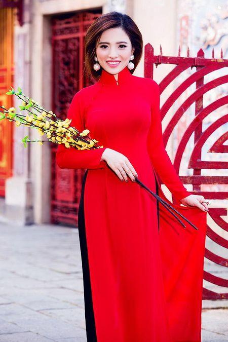 Lan Anh dien ao dai sac do le chua dau nam - Anh 8