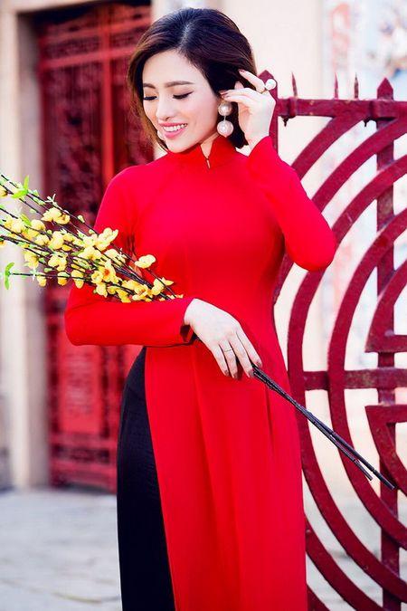 Lan Anh dien ao dai sac do le chua dau nam - Anh 9