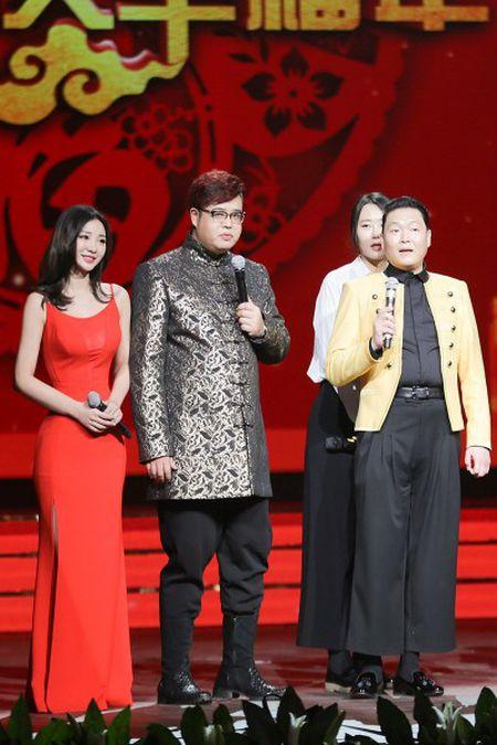 'Gai hu' Lieu Nham thay 6 bo vay trong cung mot su kien - Anh 6