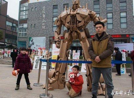 Cha tu che nguoi may Transformer cho con tu giay cac-tong - Anh 2