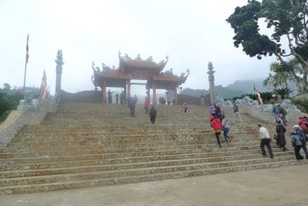 Lang Son: No nuc di le chua, xin loc dau Xuan - Anh 4