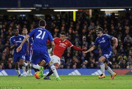 Chelsea va M.U chia diem sau tran thu hung - Anh 3