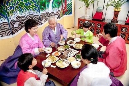 "Nguoi Han Quoc an Tet co truyen ngay cang… ""Tay"" hon - Anh 2"