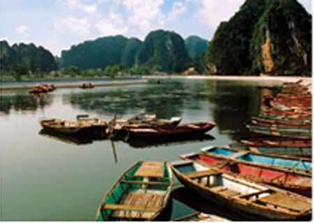 Xuan ve tren non nuoc Trang An - Anh 3